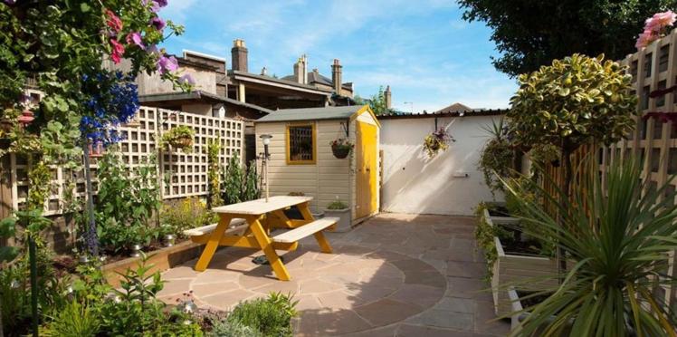 Aménagement extérieur : 8 idées pour rafraichir simplement un abri de jardin