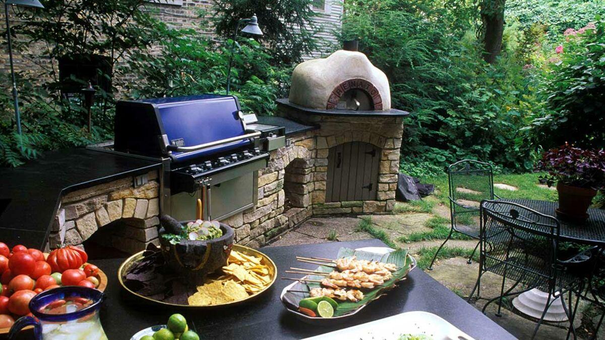 Construire Un Foyer Extérieur barbecue en pierre : comment s'équiper ? : femme actuelle le mag