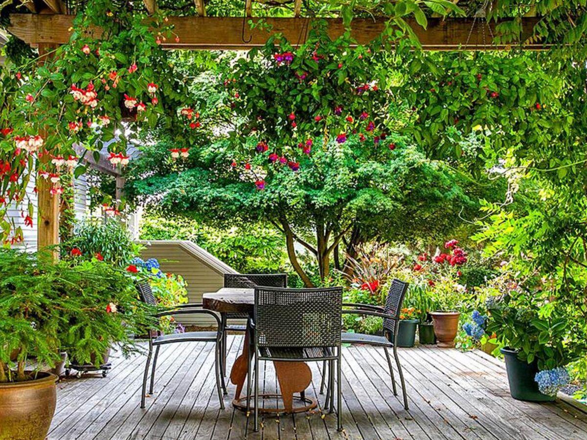 Décoration De Terrasse Extérieure les 10 secrets déco d'une belle terrasse d'été : femme
