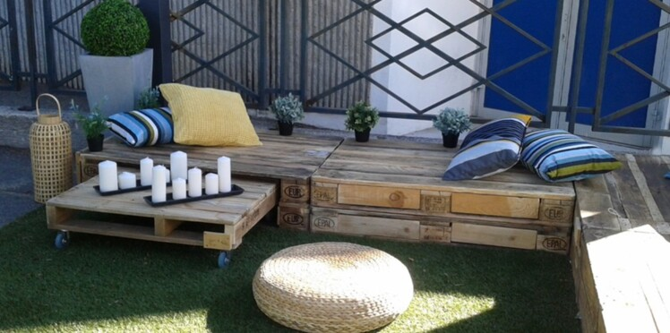 meubles en palettes un salon de jardin petit prix. Black Bedroom Furniture Sets. Home Design Ideas