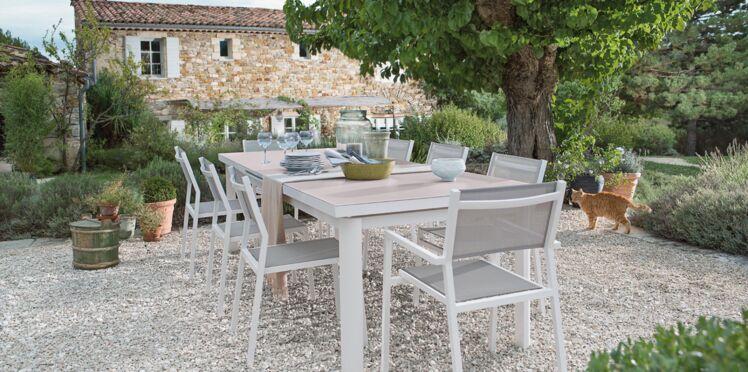 Table de jardin : alu ou acier, que choisir ?