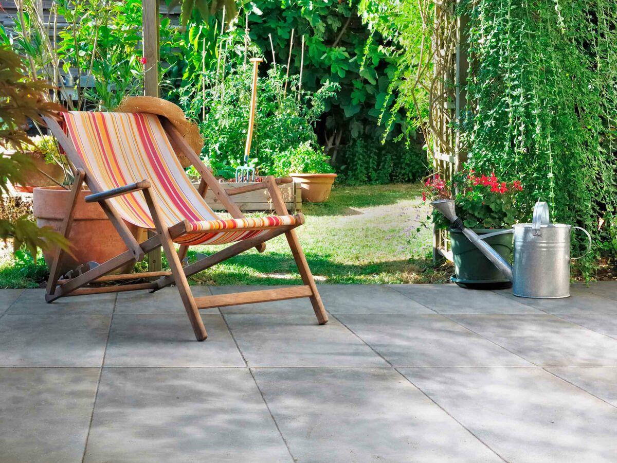 Comment Nettoyer La Terrasse En Pierre terrasse en pierre, la tendance déco de l'été : femme