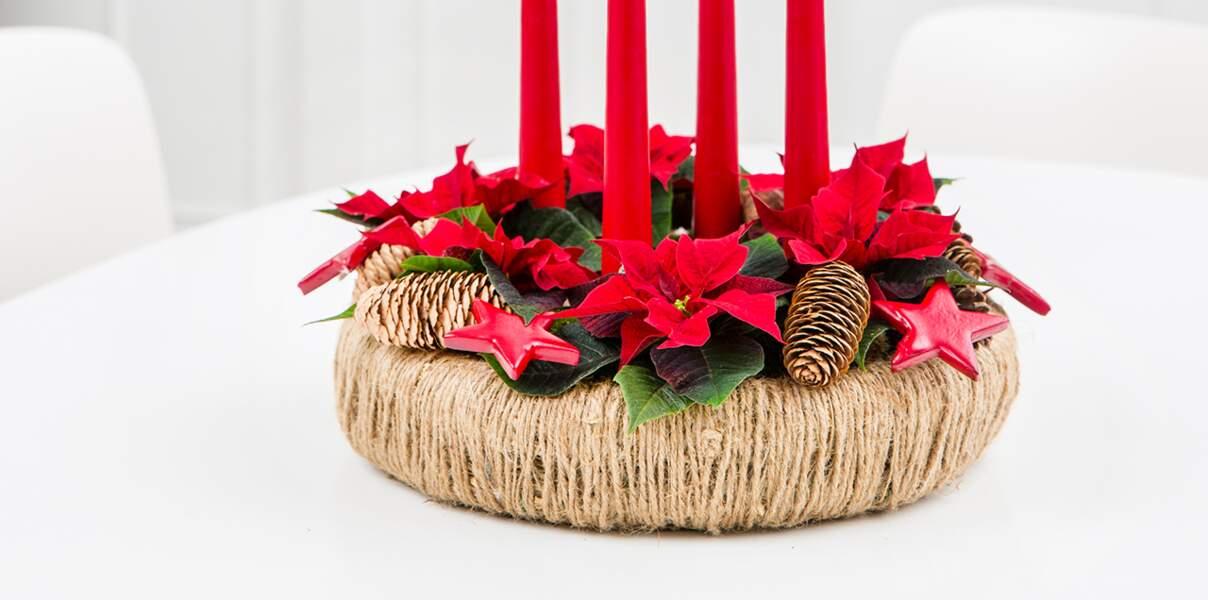 Une couronne de Noël en poinsettias