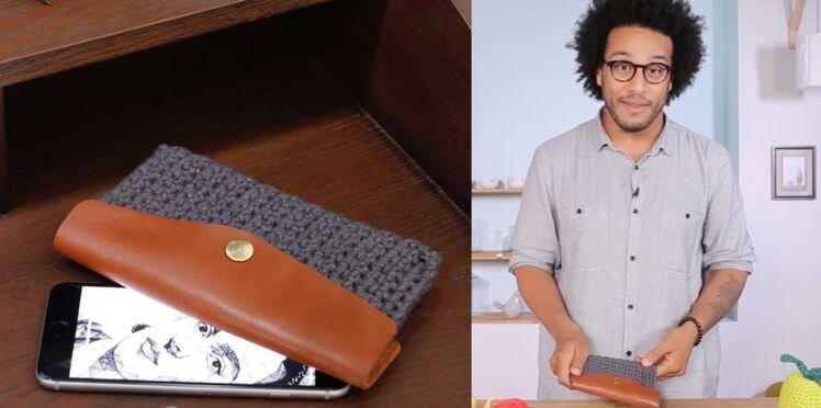 Une coque de téléphone au crochet par Zak de @zakadit