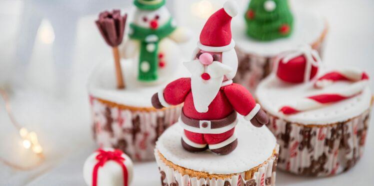 Cupcake décoré d'un père Noël en pâte à sucre