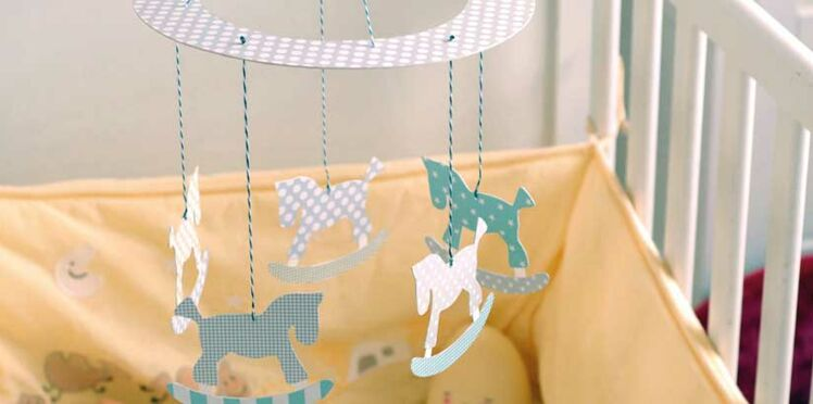 DIY Bébé : un mobile en papier