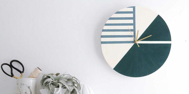 DIY : une horloge graphique et bicolore à réaliser