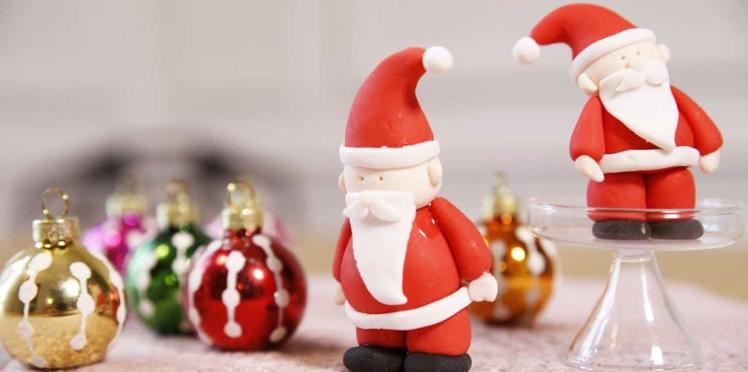 Un père Noël en pâte à sucre pour ma bûche