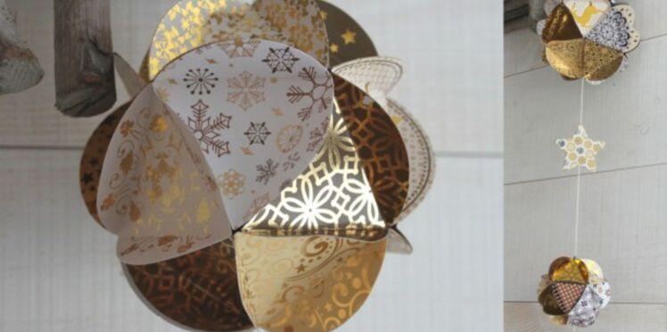 Fabriquer des boules de Noël en papier