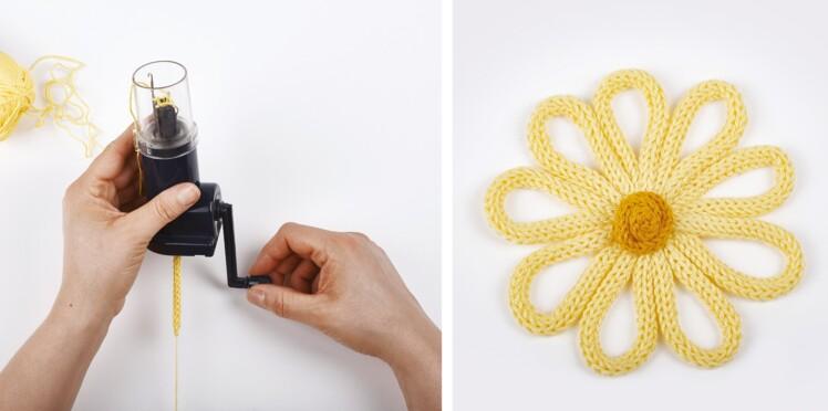 Une fleur jaune à réaliser en tricotin