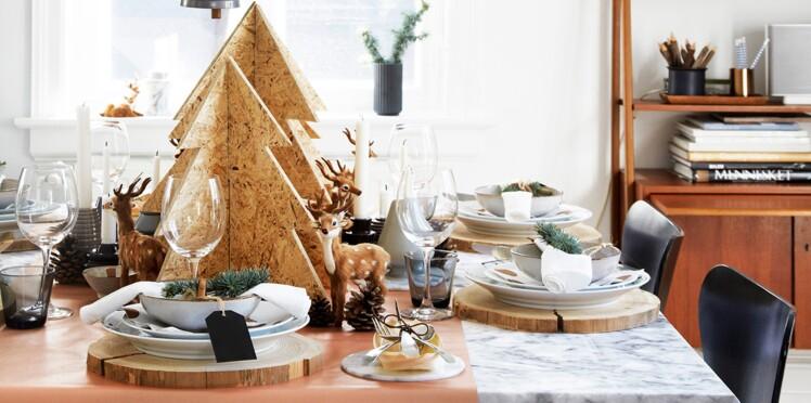Idées déco : une maison en bois et marbre pour Noël