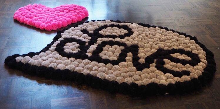 Le tapis coeur en pompons