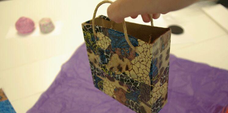 Réalisez une boîte cadeau en Décopatch