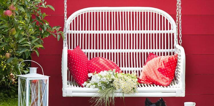 Comment transformer un banc de jardin en balancelle par Sophie Ferjani