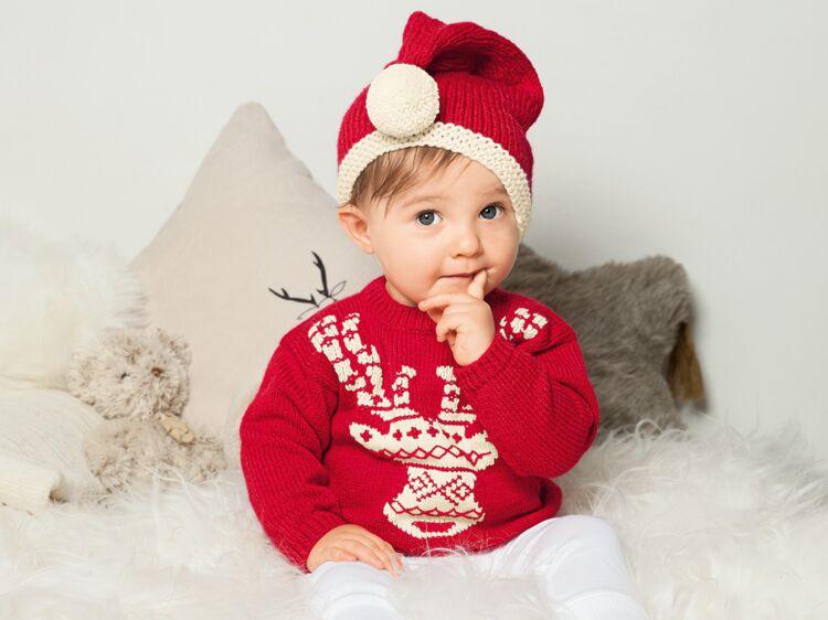 f8b445230cf9 Tricot pour bébé   pull et bonnet du petit lutin du père Noël   Femme  Actuelle Le MAG