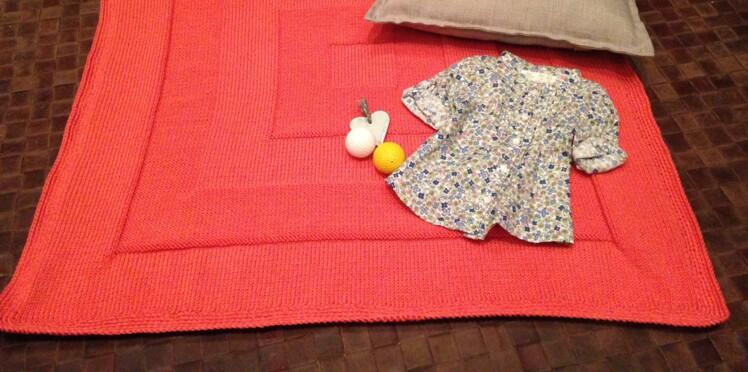 937b3325c979 Tricot bébé   une couverture facile   Femme Actuelle Le MAG