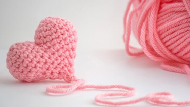 tuto crochet facile d mo de la maille serr e par zak femme actuelle le mag. Black Bedroom Furniture Sets. Home Design Ideas