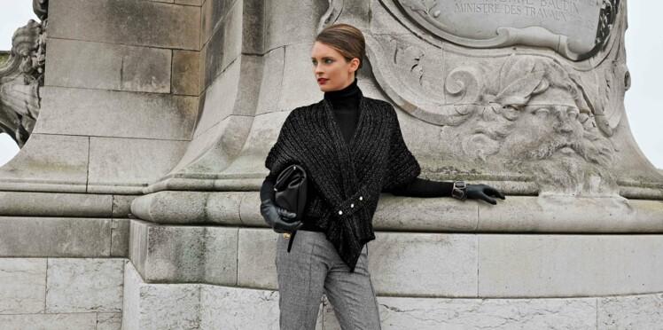 Une étole brillante en tricot