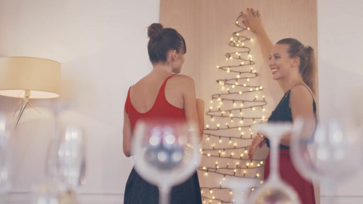 Vidéo de Noël : le sapin mural et lumineux