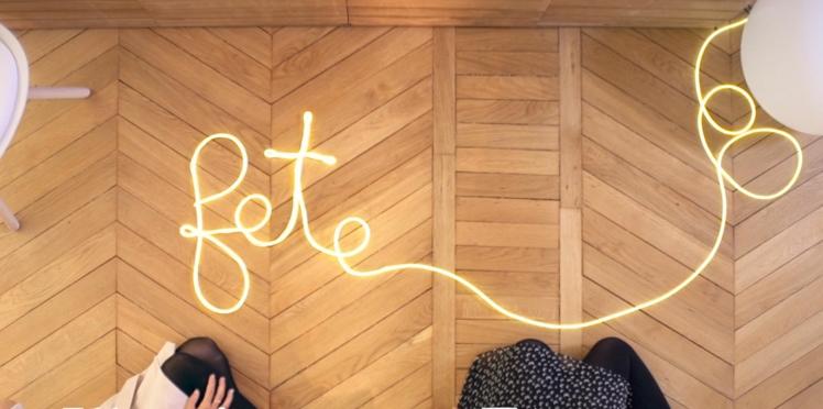 Vidéo de Noël : les lettres lumineuses