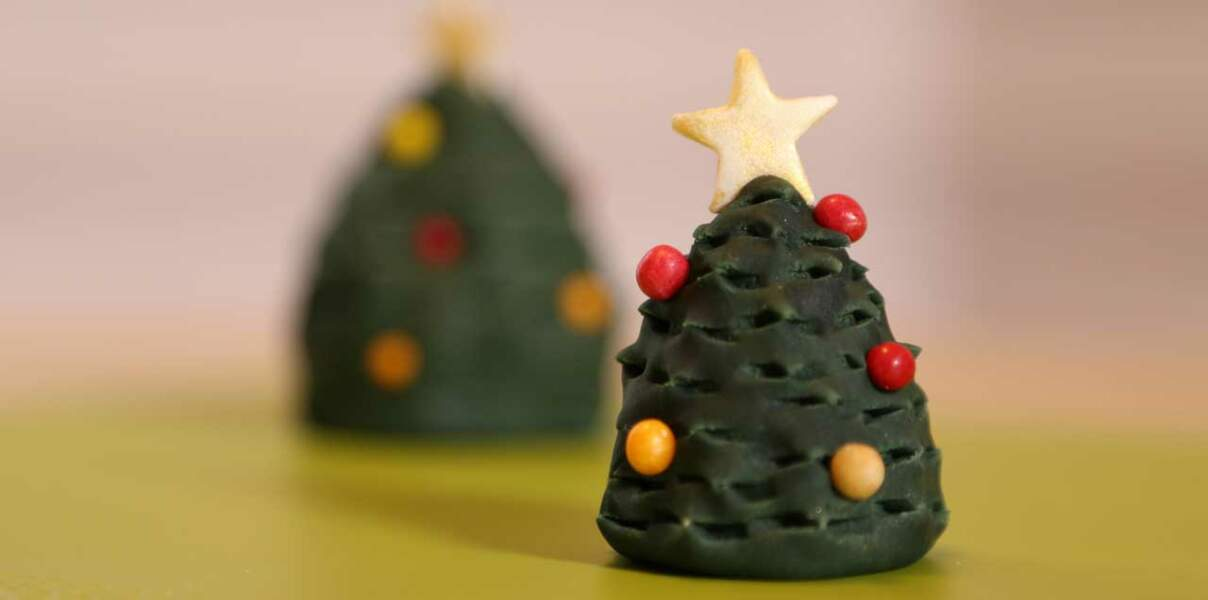 Vidéo - Un sapin de Noël en pâte à sucre