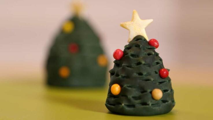 Vidéo : un sapin de Noël en pâte à sucre