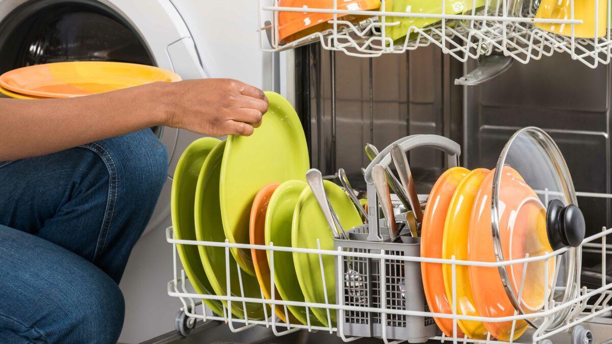 Comment Nettoyer Un Lave Linge Encrassé 5 erreurs que l'on fait tous avec son lave-vaisselle : femme