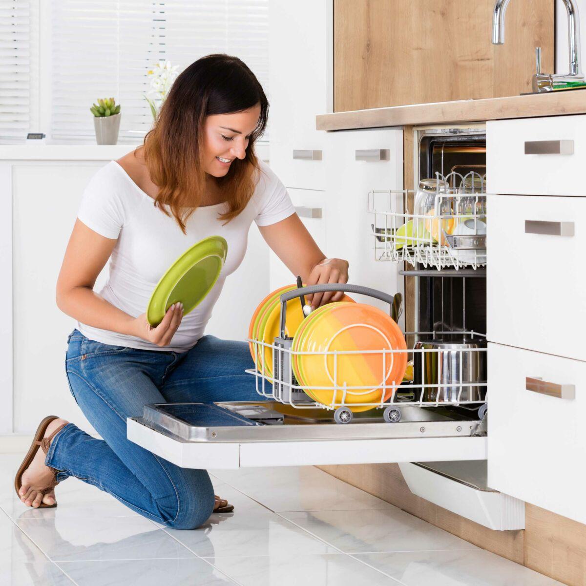 Nettoyer Interieur Lave Vaisselle 5 astuces pour éviter les mauvaises odeurs dans le lave