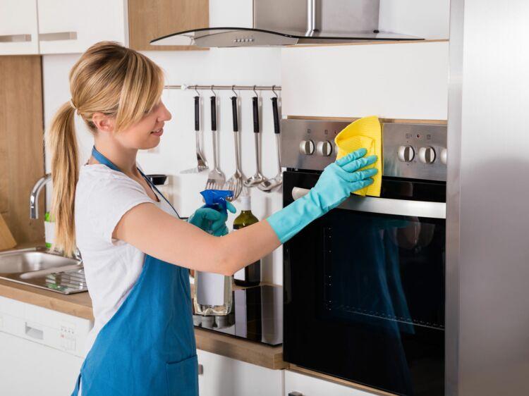 comment bien nettoyer son four femme actuelle le mag. Black Bedroom Furniture Sets. Home Design Ideas