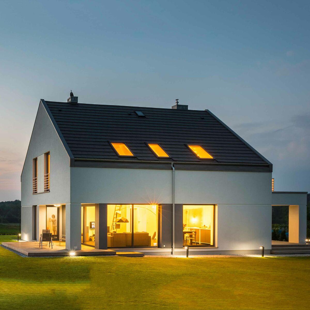 Comment construire la maison de ses rêves en 8 étapes ? : Femme