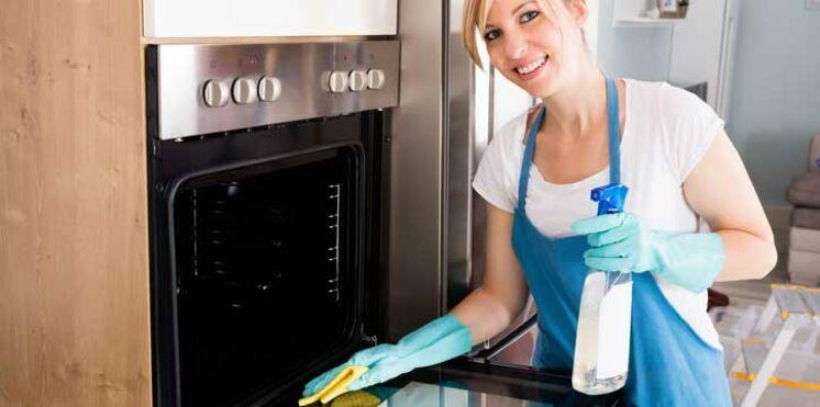 Comment nettoyer son four sans produits toxiques