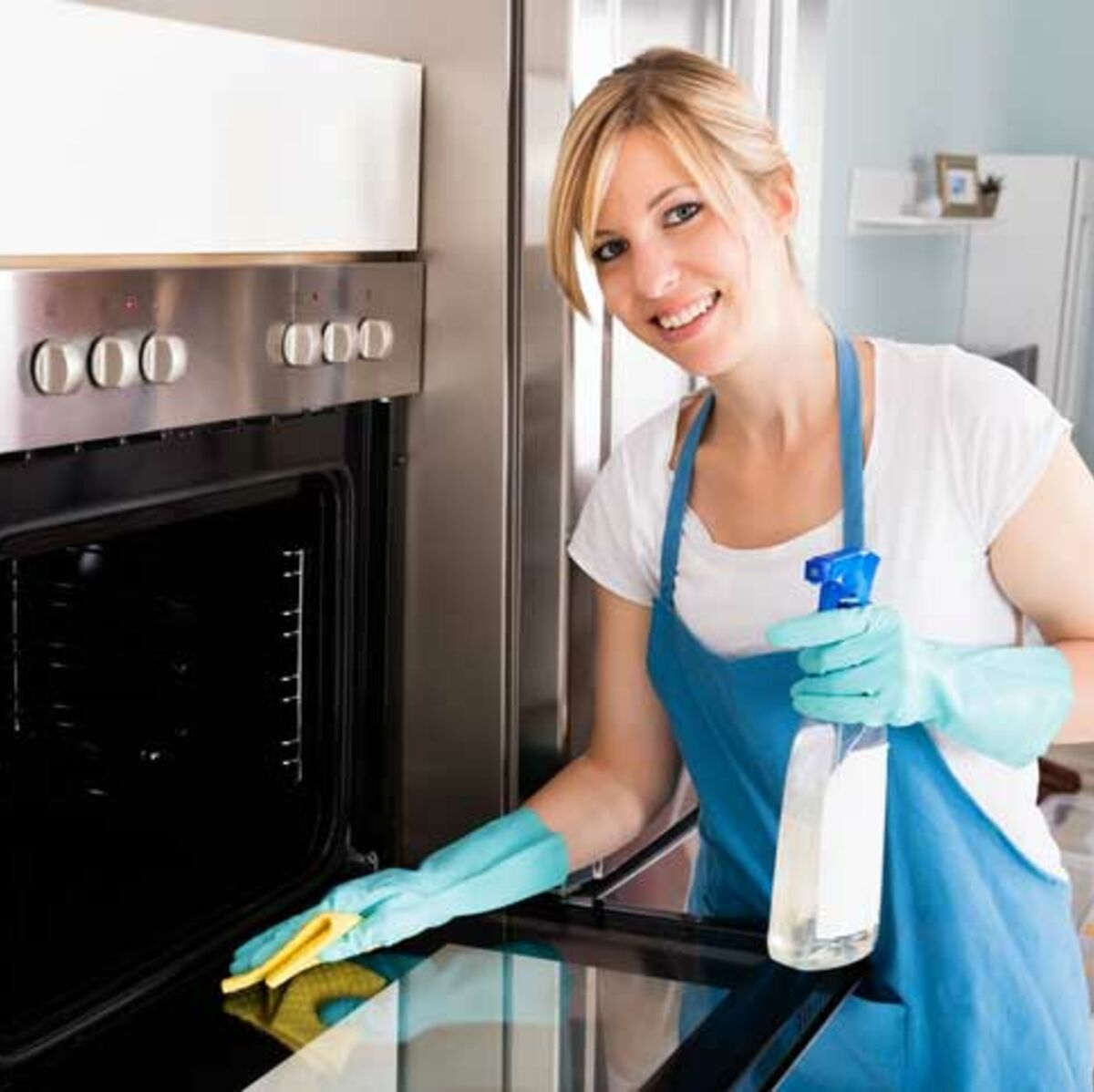 Difference Nettoyage Four Catalyse Ou Pyrolyse comment nettoyer son four sans produits toxiques : femme