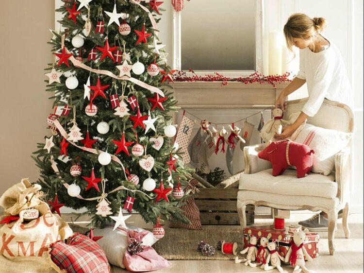 Comment Su0027organiser Pour Bien Préparer Sa Maison Pour Noël : Femme Actuelle  Le MAG