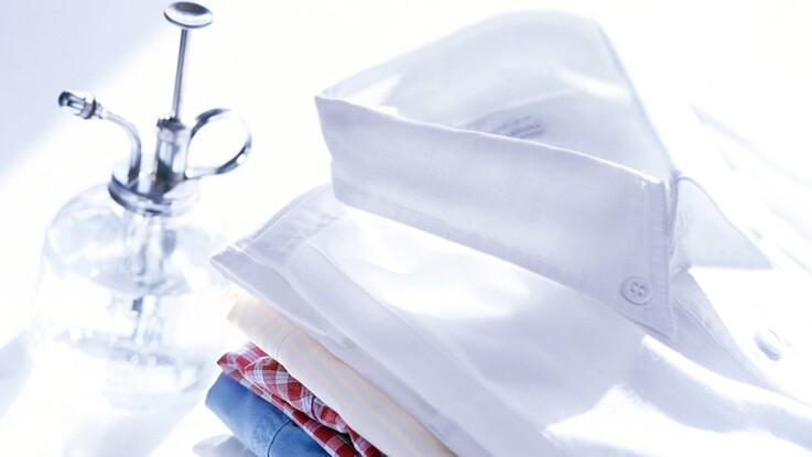 comment repasser et plier une chemise facilement femme. Black Bedroom Furniture Sets. Home Design Ideas