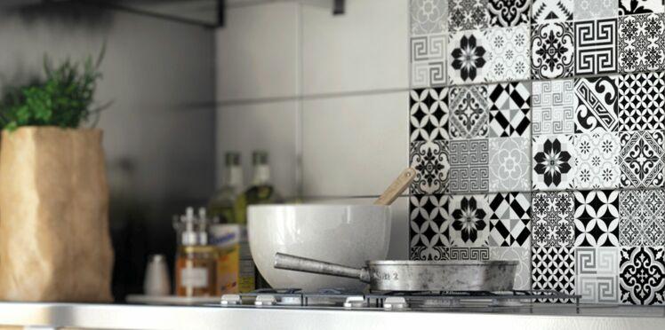 Relookez la cr dence de votre cuisine femme actuelle le mag - Stickers plan de travail cuisine ...