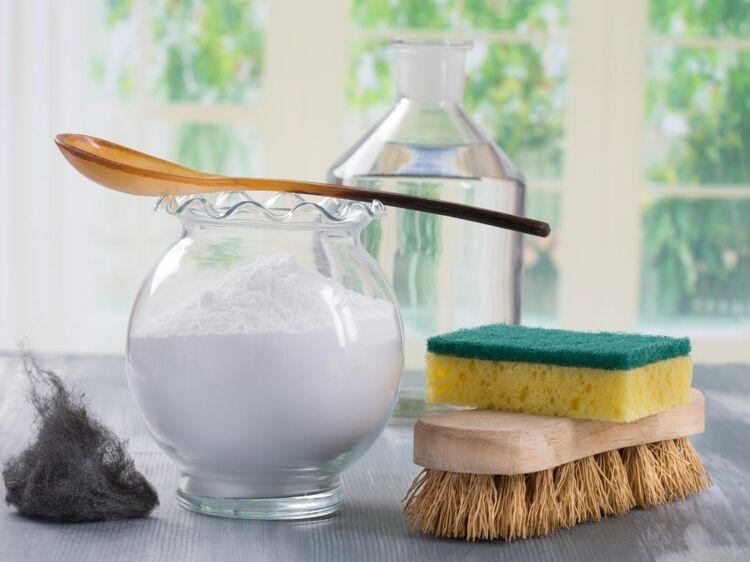 nos recettes pour fabriquer ses produits m nagers le nettoyant pour les vitres femme. Black Bedroom Furniture Sets. Home Design Ideas