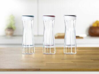 carafe d 39 eau filtrante pourquoi traiter l 39 eau du robinet femme actuelle le mag. Black Bedroom Furniture Sets. Home Design Ideas
