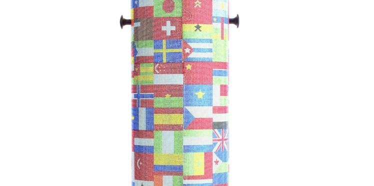 Une poubelle en cristaux Swarovski aux couleurs des JO
