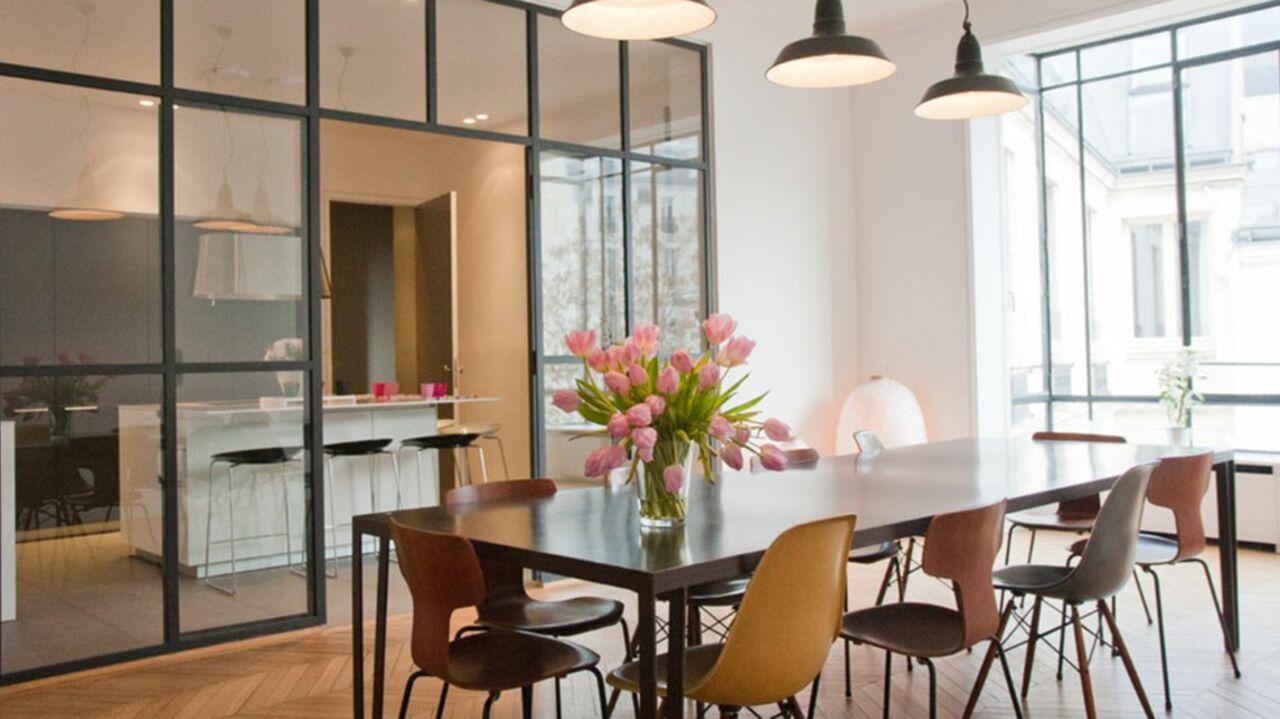 10 idées pour aménager sa cuisine avec une verrière atelier