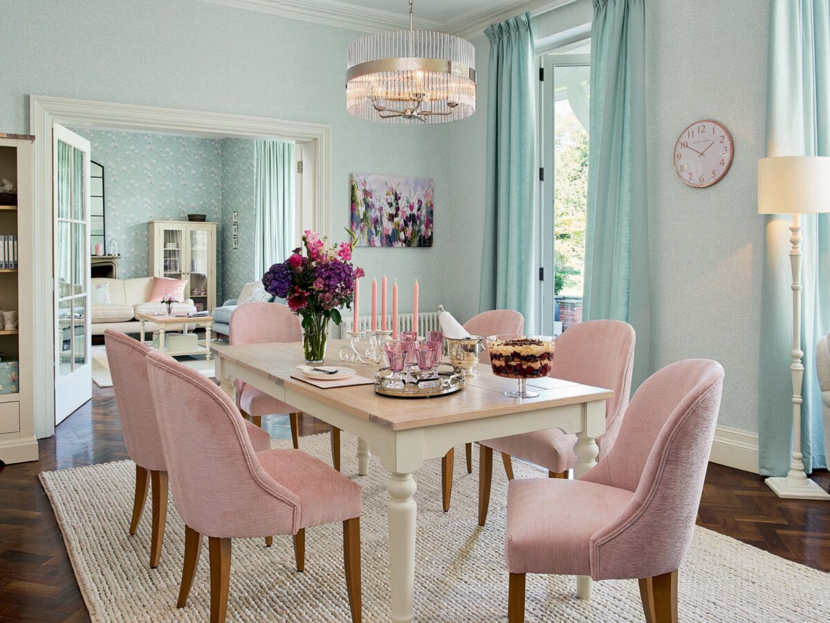 Comment adopter une déco style anglais dans mon salon ? : Femme