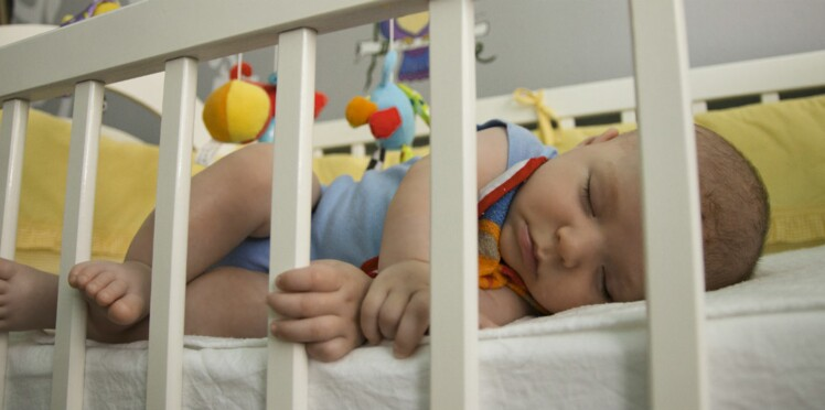 Comment aider bébé à dormir dans sa chambre ?