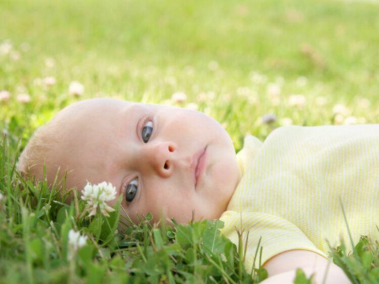 Bébé a 4 mois   ce qu il faut savoir sur son développement   Femme Actuelle  Le MAG d23e6598892
