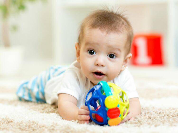 02aa6c4bfde7 Bébé a 6 mois   ce qu il faut savoir sur son développement   Femme Actuelle  Le MAG