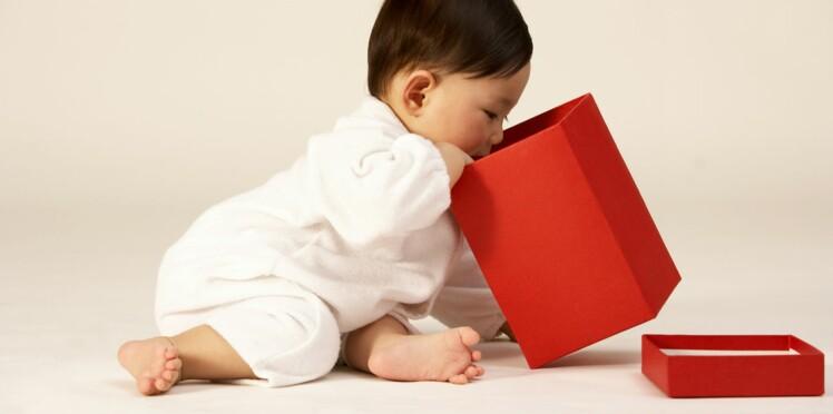 Bébé a 8 mois   ce qu il faut savoir sur son développement   Femme ... d1877b89076