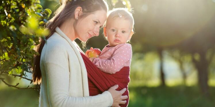 Comment choisir son porte-bébé physiologique ? Les conseils de l'experte