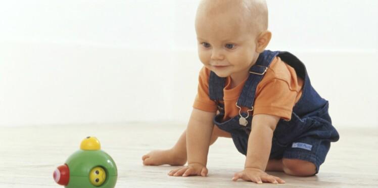 L'éveil de bébé de 6 à 9 mois : les débuts de la motricité