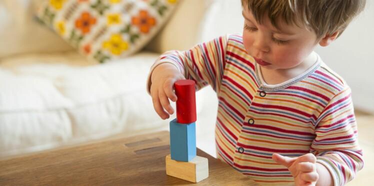 10 jeux inspirés de la pédagogie Montessori pour s'amuser avec Bébé