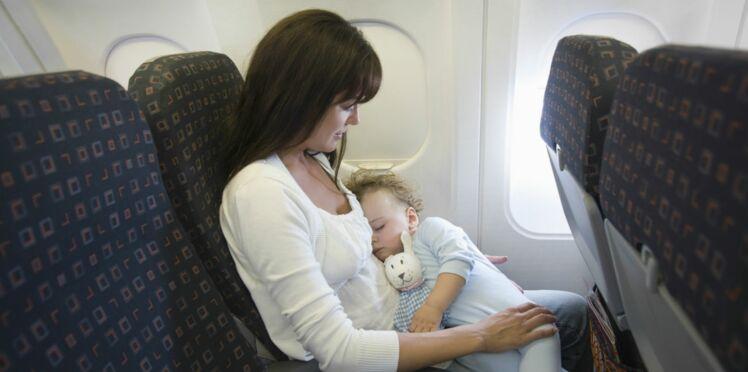 Les règles d'or du voyage en avion avec bébé