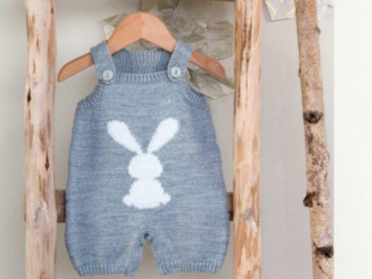 Layette de bébé   nos plus beaux modèles à tricoter   Femme Actuelle Le MAG 2036d2d5c31