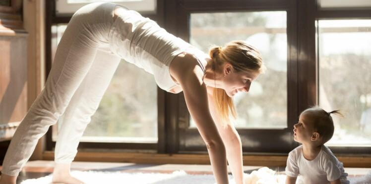Retrouver la forme après bébé avec le yoga postnatal
